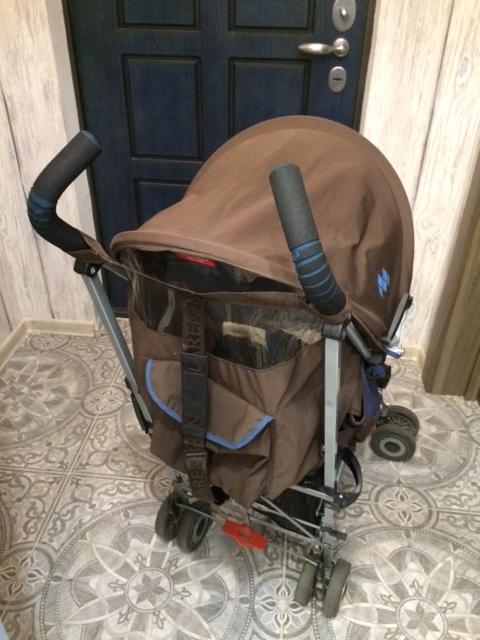 Удобная коляска: три положения спинки, раскладывается до 170град, можно использовать почти с рождения