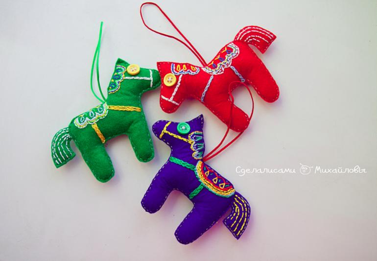 Игрушки из фетра к Новому году)