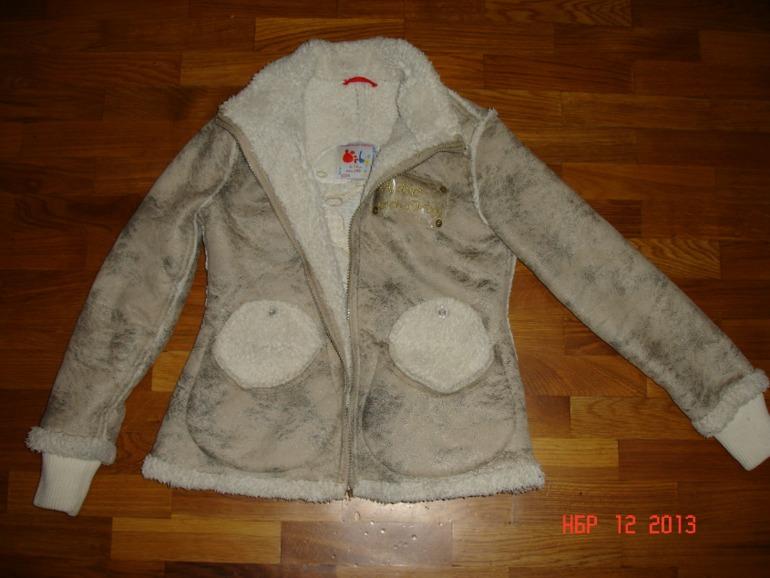 Куртки  осенние  на  девочку  б/у  10-11  лет