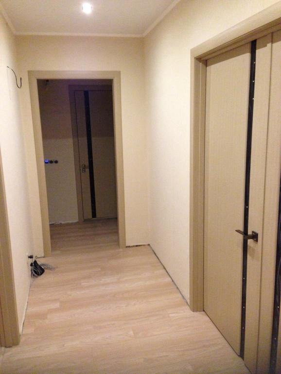 светлые двери и темный пол фото