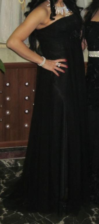 Вечерние платья,каждая б/у 1 раз ...размер 44 цены 2000 руб..торг