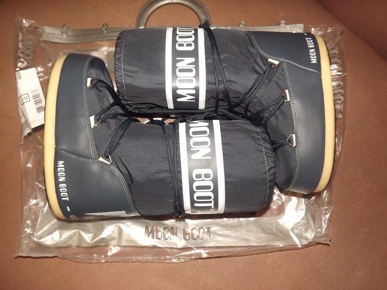 Продам Moon Boot, р-р 31-34. Цена 3700. Почта