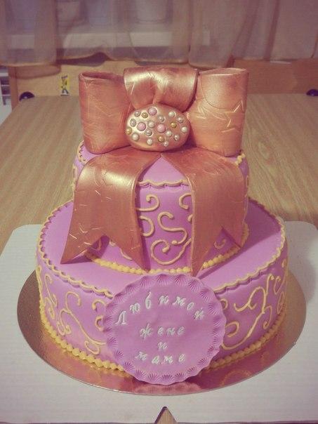 Сиреневый  торт  с  бантом  ))