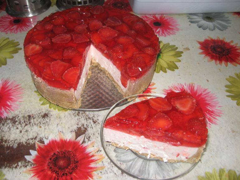 Клубничный торт без выпечки рецепт с фото