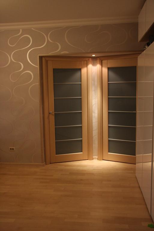 Светлые двери в квартире