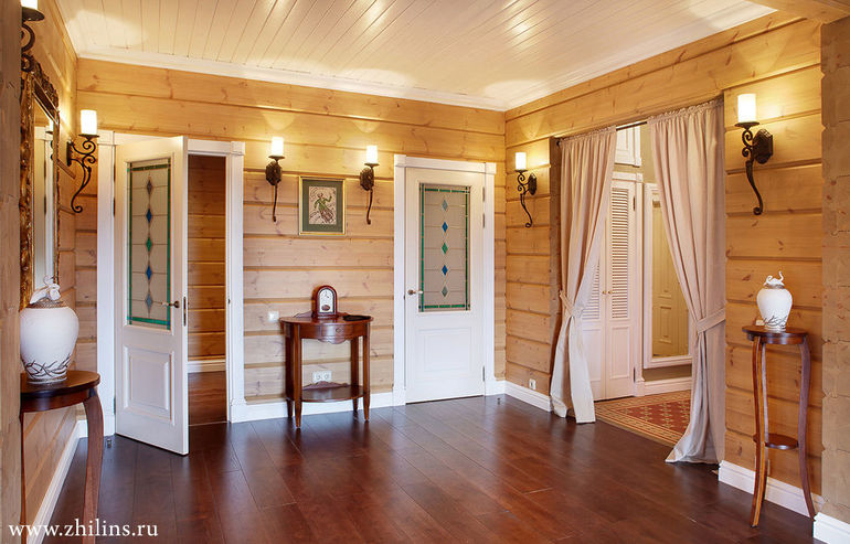 Прихожая в деревянном доме фото
