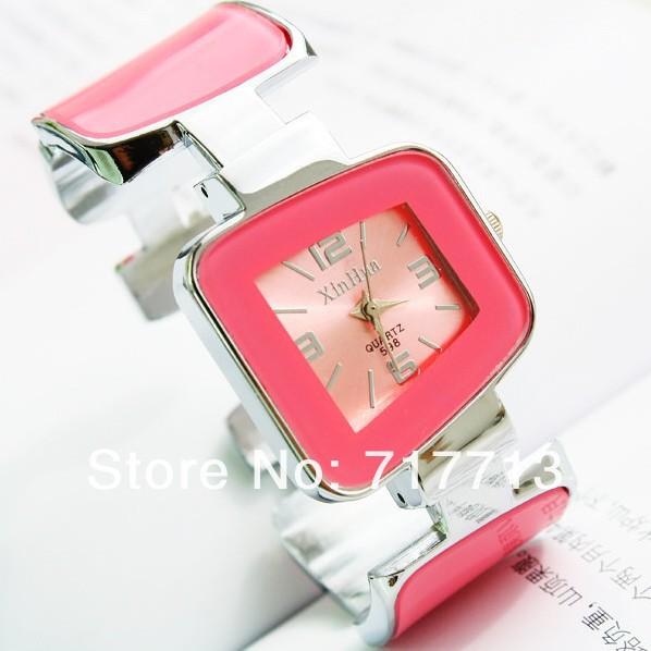Quartz часы женские розовые