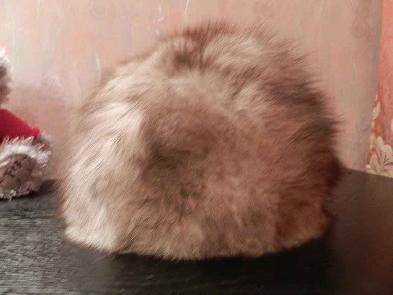 Меховые шапки из песца (можно для опушек, помпонов)