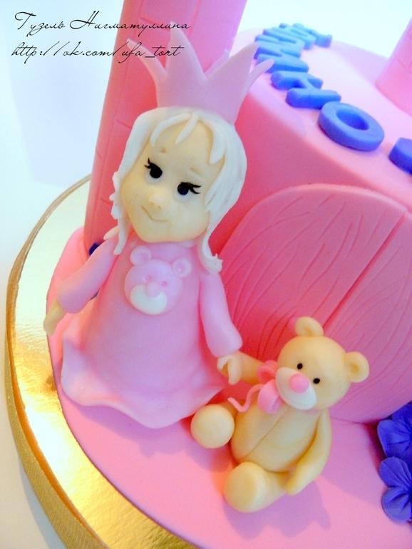 """Торт для девочки """"Замок с принцессой"""""""
