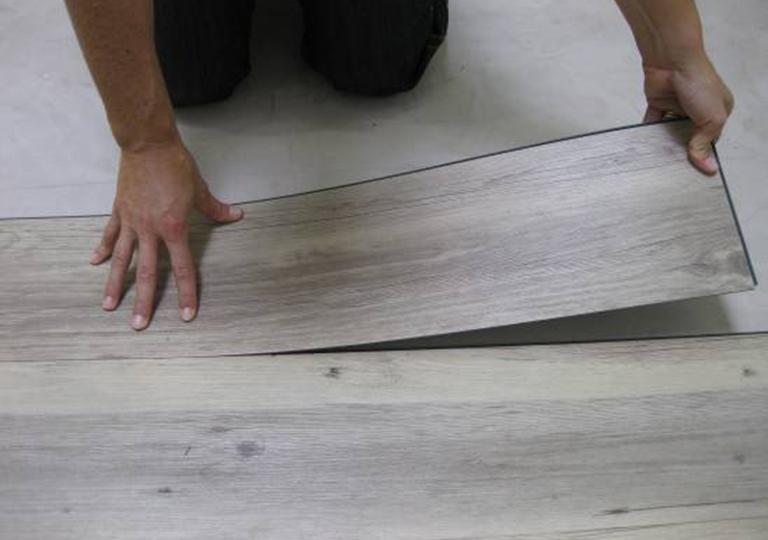 Укладка винилового ламината на клей