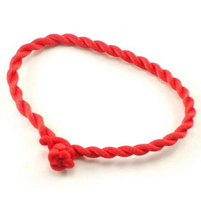 Красная веревочка на руке своими руками