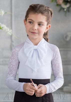 С*нежанна трикотажная блузка