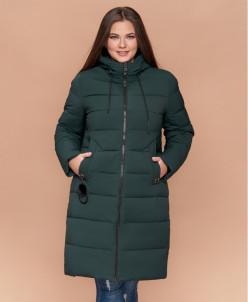 Темно-зеленая фирменная женская куртка большого размера моде