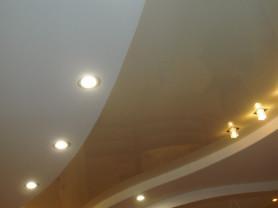 Натяжные потолки любой сложности.