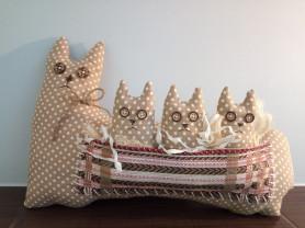 Интерьерная игрушка Кошка с котятами