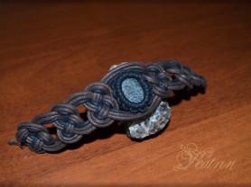 Плетёный браслет с камнем