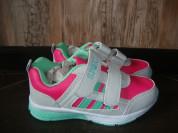 Новые кроссовки для девочки.Размер 28.