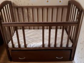 Детская кроватка с поперечным маятником + матрац
