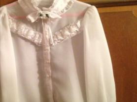 Две блузки фирма Маленькая леди на рост 134 см.