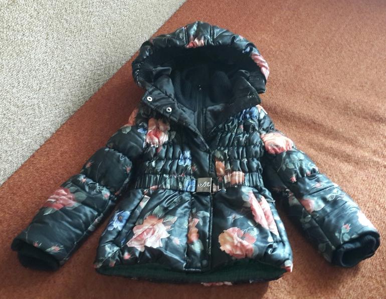 Куртка  Моннализа  5Т(маломерка)  реально  на  4  года  3000руб.