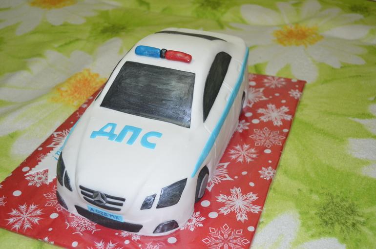 Торт полицейская машина из мастики