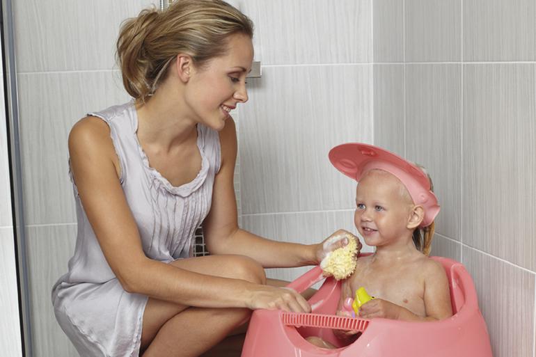 Купаем малыша: рекомендации, аксессуары, меры предосторожности