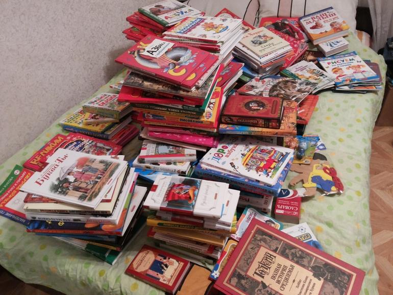 Продам не дорого детские книги и игрушки.