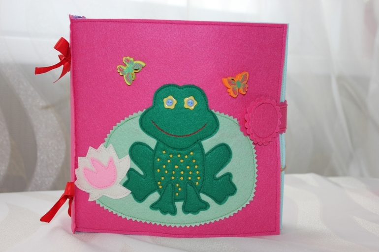 Развивающая книжка с лягушкой.