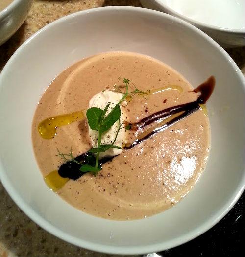 Суп-пюре из каштанов с белыми грибами