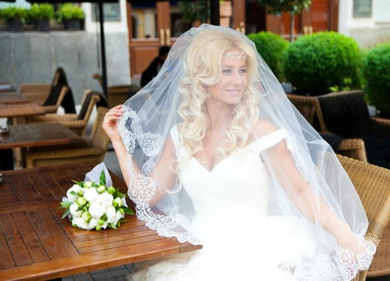 прически на свадьбу для родственников
