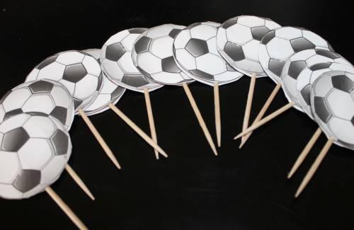 Как сделать топперы-«футбольные мячи» для стола