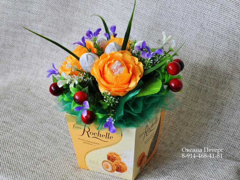 Коробка с цветами из конфет и чаем своими руками 37