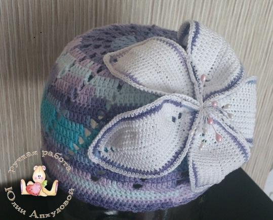 шапочка с лилией