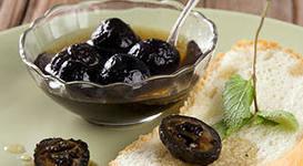 Варенье из зеленых грецких орехов.
