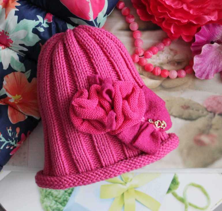 Авторские  вязаные  шапочки  и  шарфики  для  детей  на  весну