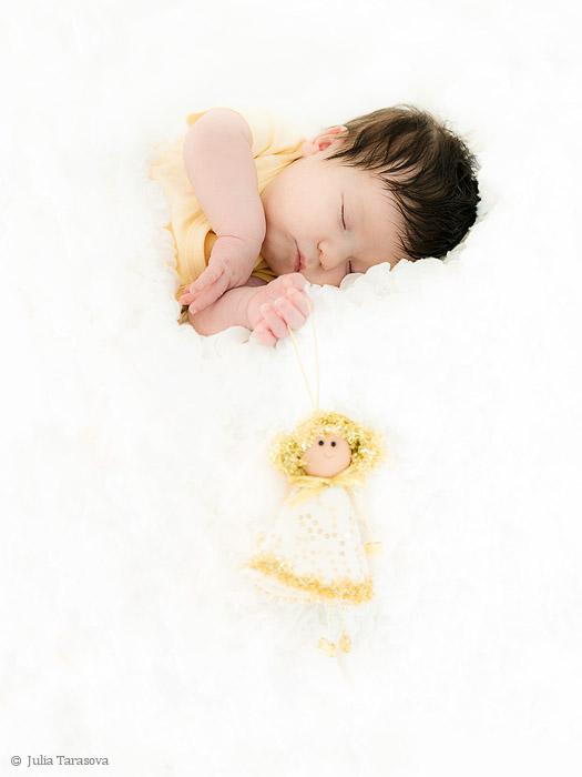 А вот такую прелесть я снимала осенью :) Ангелочек, когда спит :)