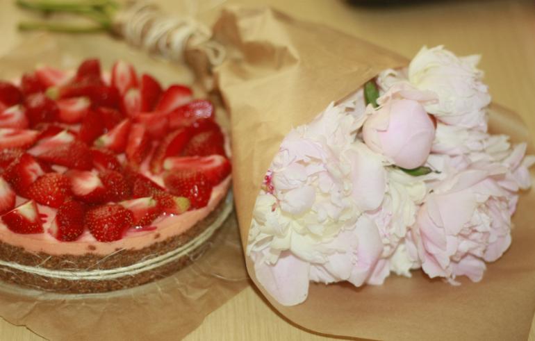 #чизкейк#пирожок    #день  рождения#вкусно#клубника#торт    #сделала  подруге  на  др)