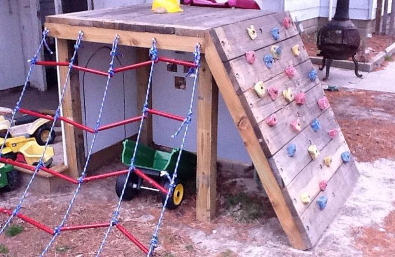На даче уголок для детей