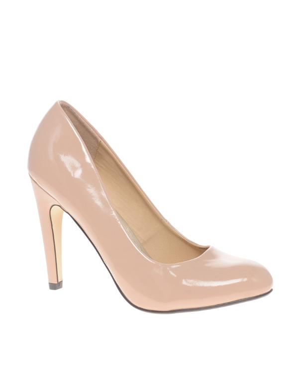 Бежевые лаковые туфли, размер 36