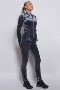 Пристрою  спортивный  костюм  44  размера