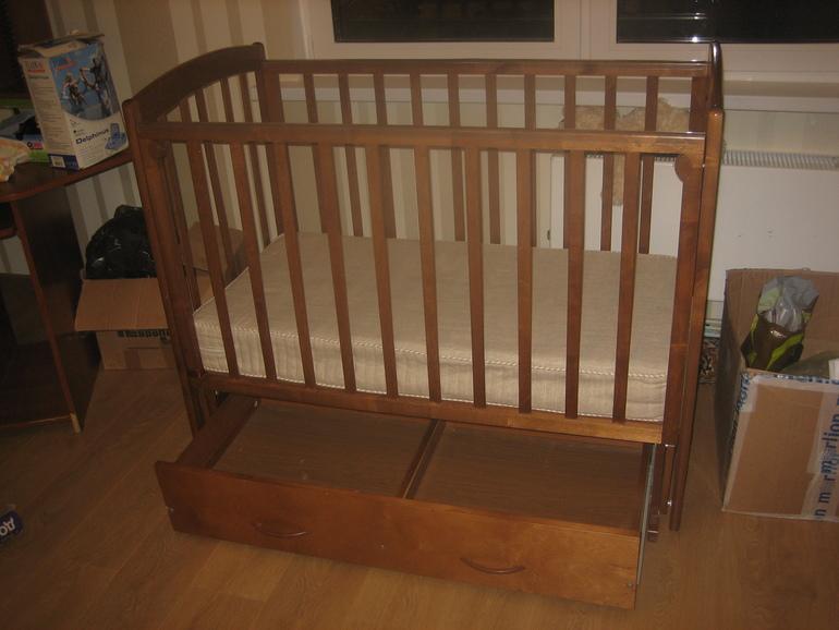 Продам детскую кроватку Василина С-373
