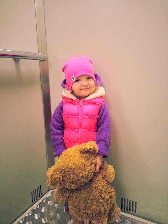 Алёнка 2 года и 3 месяца)