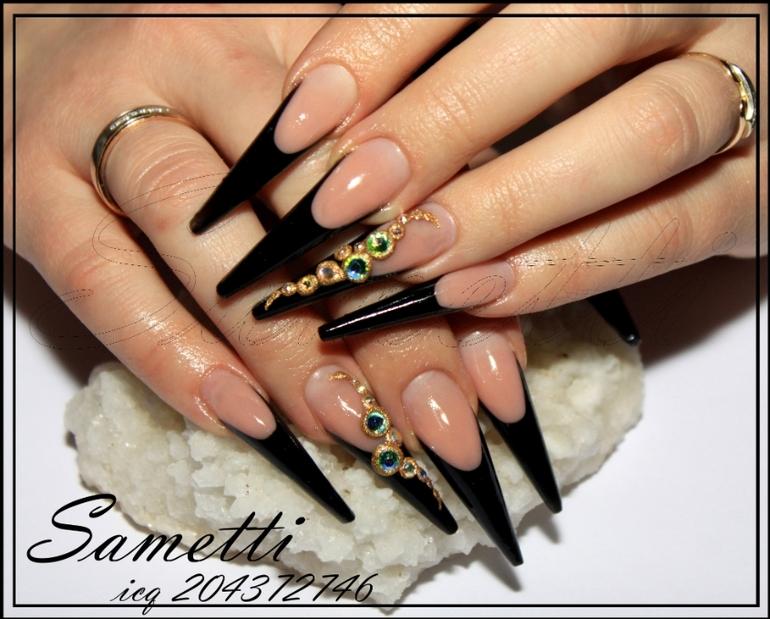 Ногти острые френч с камнями