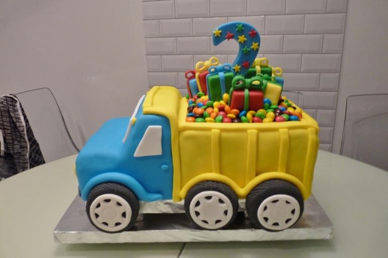 Торт детская машинка кремовая
