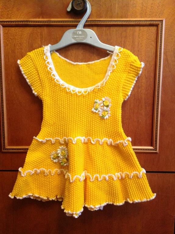 Шерстяные  вещички  на  девочку  2-3  годика  (платья,  костбмчики,  сарафанчики  и  др.)