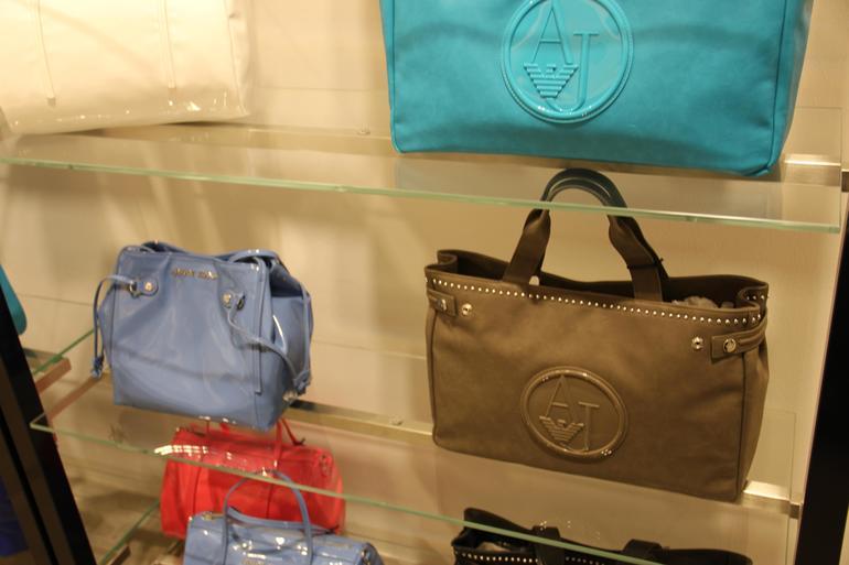 Где в калининграде купить сумку армани