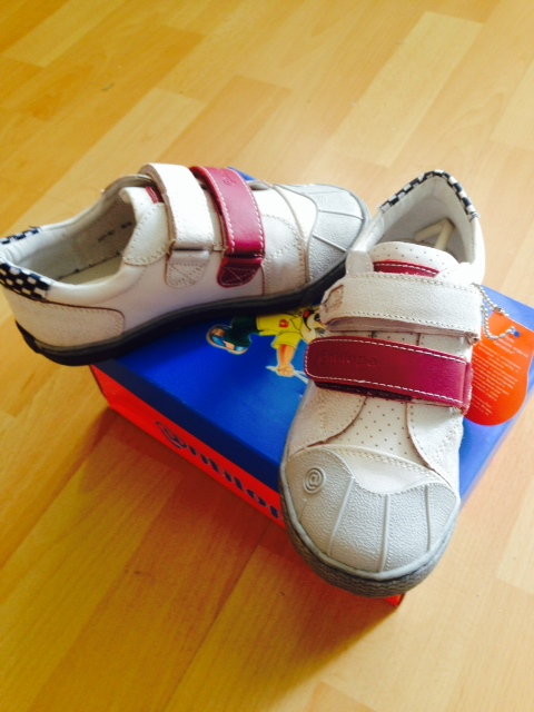 Новые  кожаные  кроссовки  Antilopa  30  размер