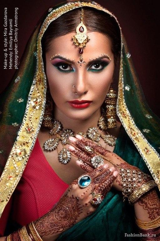 Девочки, как вам моя новая работа, Индийский макияж) сари между прочим сама сшила)