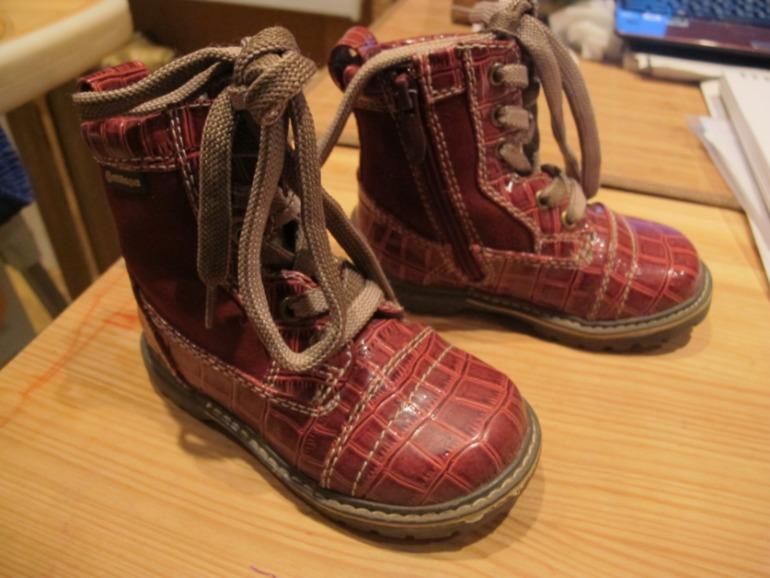 Продам детскую обувь новую и бу (размеры 19-22) м. Киевская