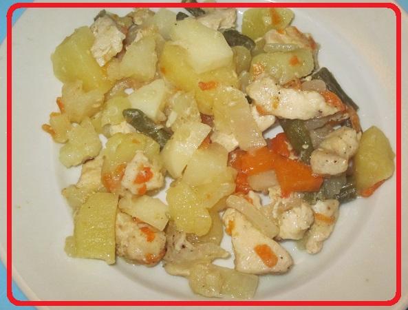Овошное рагу с куриным филе в мультиварке.